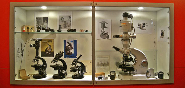 20121122 Setting up the Museum of Microscopy 3