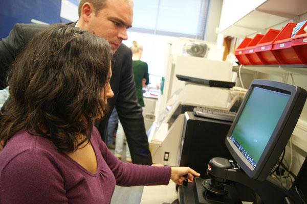 Testing AMG EVOS digital inverted microscope 1