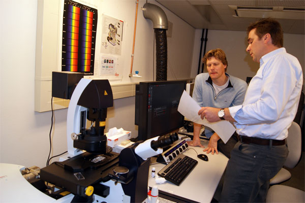 Testing the confocal microscope Leica TCS SP8 20121107 1